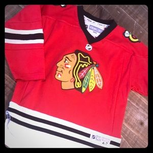 Youth Chicago Blackhawks jersey. Size S. Towes.